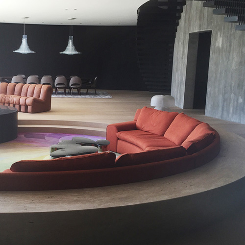 Sunken lounge with curved stone seating measured with Flexijet 3D, thumbnail image.