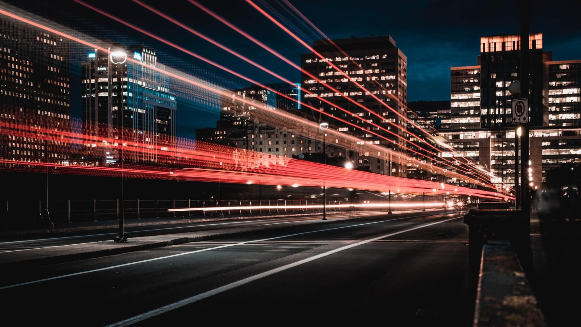 Futuristisch Streifen von Rücklichtern weisen den Weg in die Zukunft, Photo by Marc-Olivier Jodoin on Unsplash