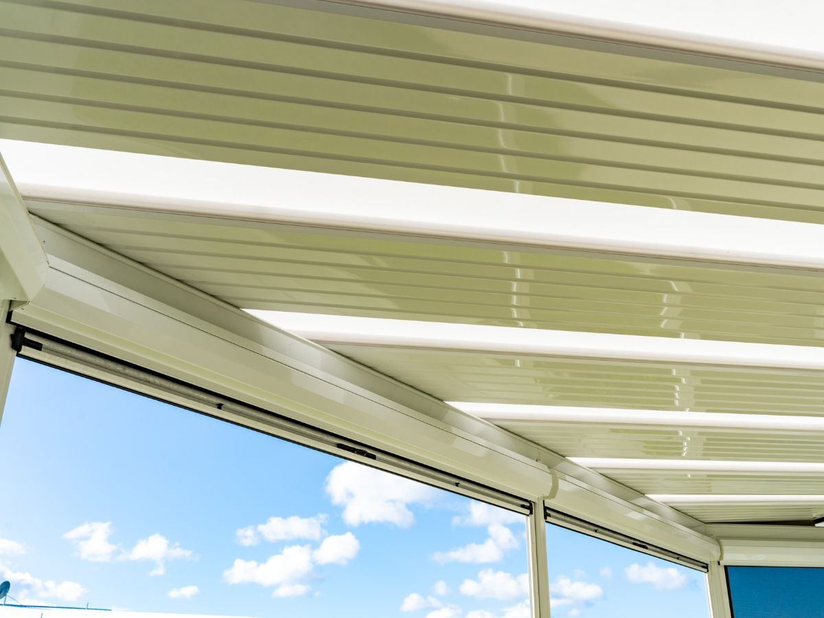 Flat roof with blinds rolled up under