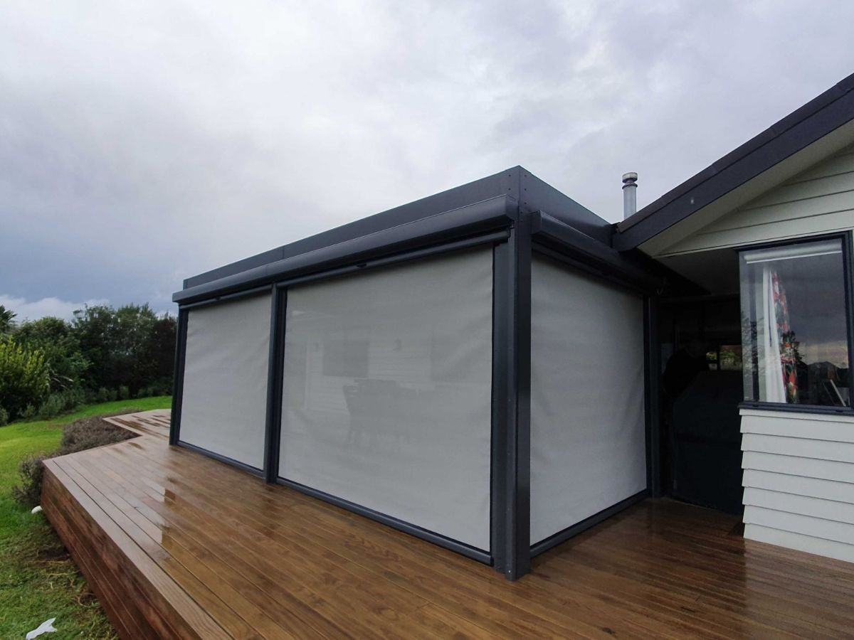 Outdoor blinds enclosing new louvre roof in Whangarei
