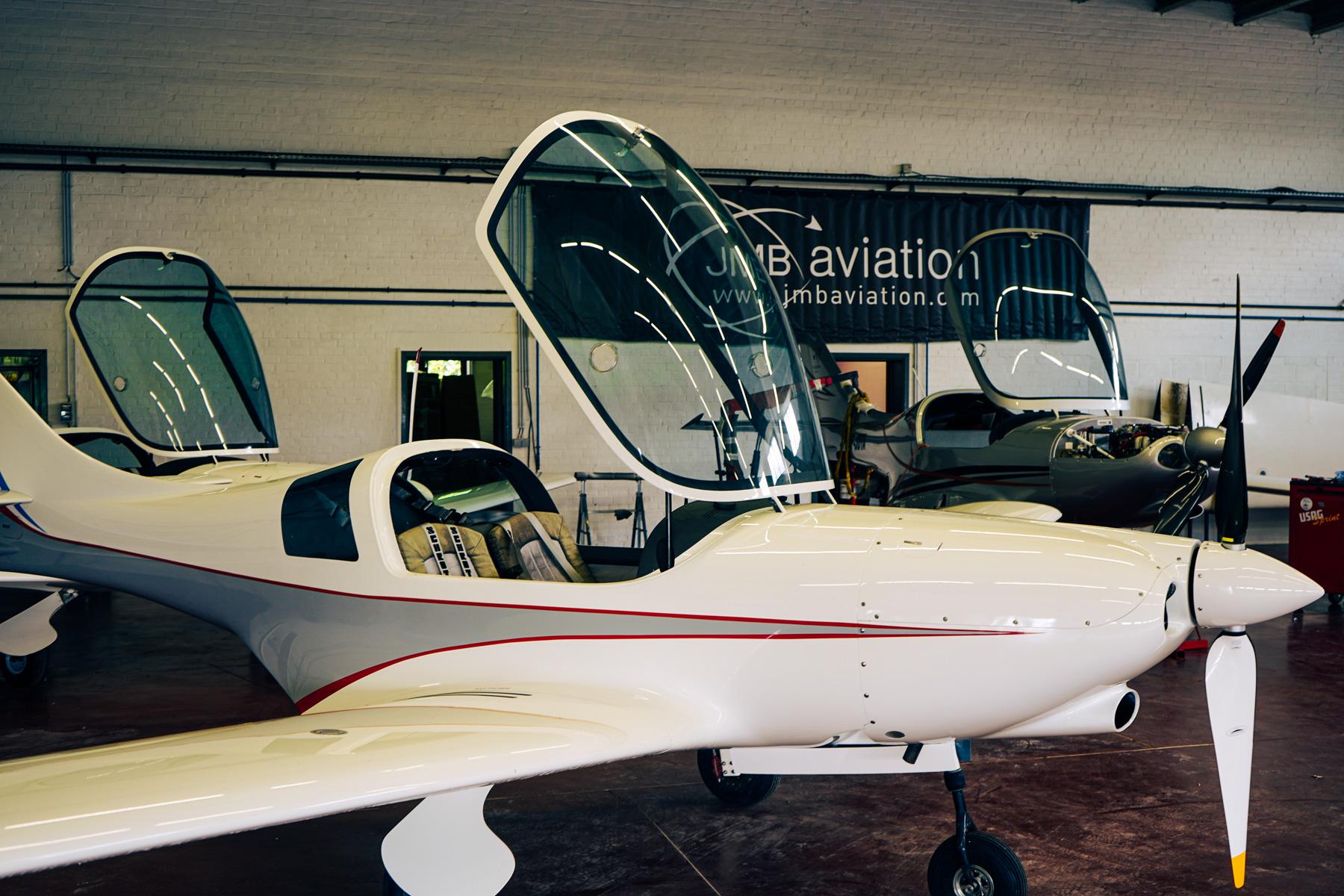 Le grand atelier de maintenance pour le VL3 chez JMB Aviation