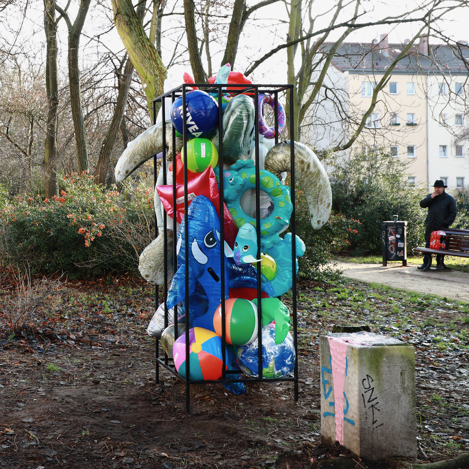 Schwimmtieralarm. Installation Berlin 2019. Fotograf: Mike Dean.