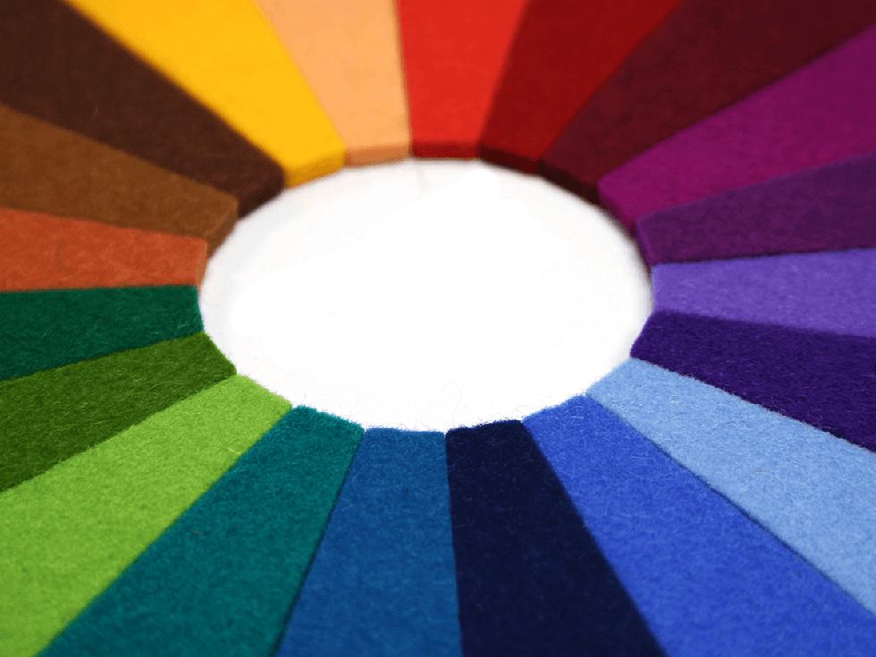 Praktikable Werkzeuge zur Farbkommunikation und Farbgestaltung. Lernen Sie den Aufbau unterschiedlicher Systeme und Sammlungen kennen. Präsentiert von der raumprobe.