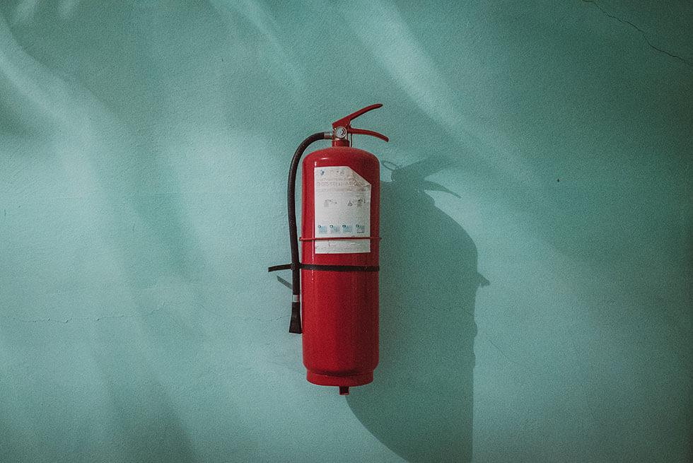 Häufige Fehlerquellen, wichtige Regelwerke und erprobte Praxistipp kompakt aufbereitet mit Brandschutzexpert:innen die wissen, worauf es in der Architektur ankommt.