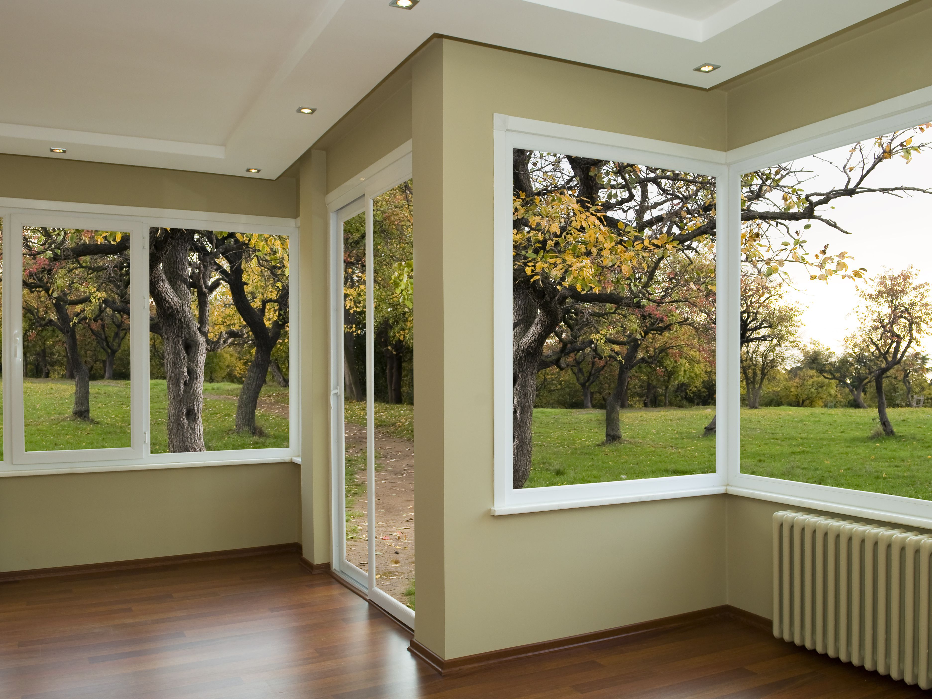 Vinyl vs. Wood Windows: Compare and Contrast