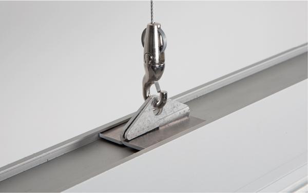 Foto der Deckenmontage mit Seilabhängungen
