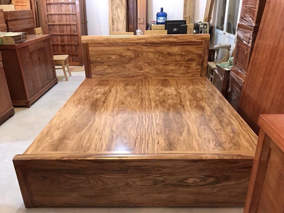 Giường ngủ bằng gỗ hương xám