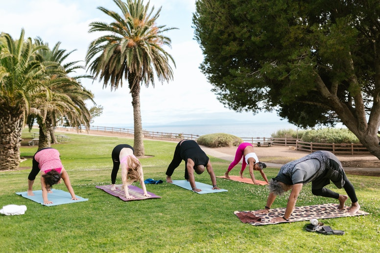 Tips to practice yoga outside